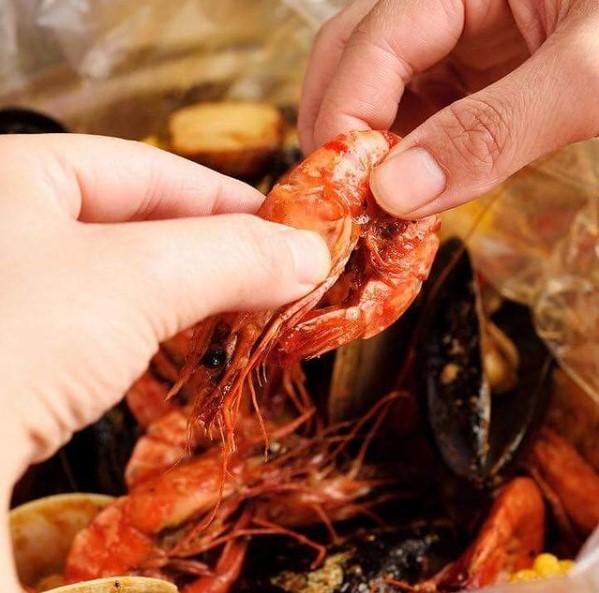 手づかみシーフードマッキーズ Makky's The Boiling Shrimpのメイン画像1